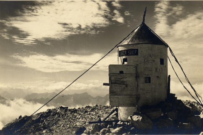 Aljažev stolp začasno zapušča vrh Triglava
