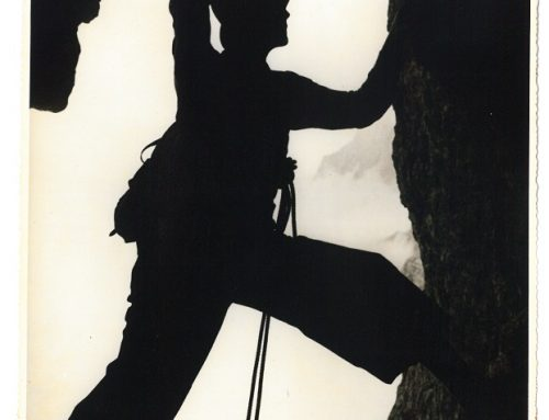 Muzejski večer: Kdo vihti kladivo na legendarni fotografiji?